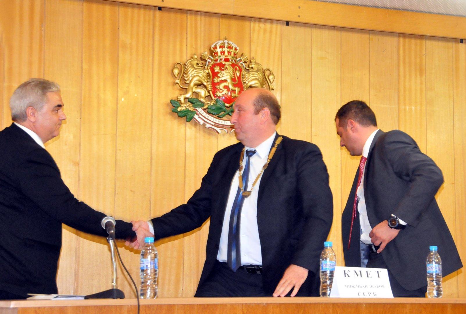Динко Цъцъров (вляво) отново ще бъде председател на ОбС - Средец. Снимки Лина Главинова