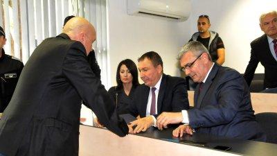 Николай Димитров (в средата) положи клетва за нов мандат на 11-ти ноември. Снимка Лина Главинова