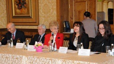 Видка Вълчева - зам.председател на ТИК (в средата) поздрави участниците в срещата. Снимки Лина Главинова