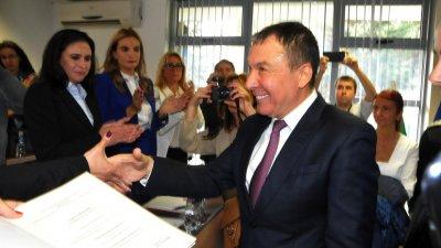 Николай Димитров беше докаран от ареста в София, за да положи клетва в ОбС и върнат обратно там. Снимки Архив Черноморие-бг