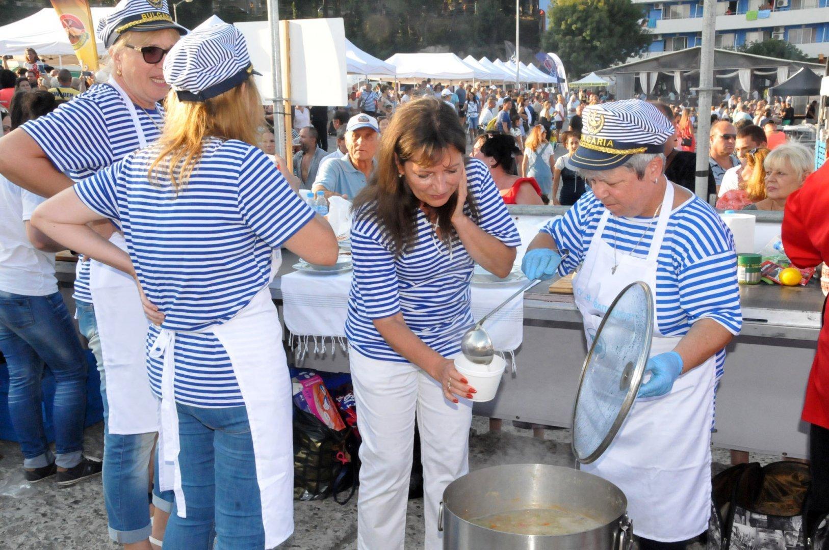 Традиционно на фестивала се провежда състезание за най-вкусната чорба. Снимка Архив Черноморие-бг