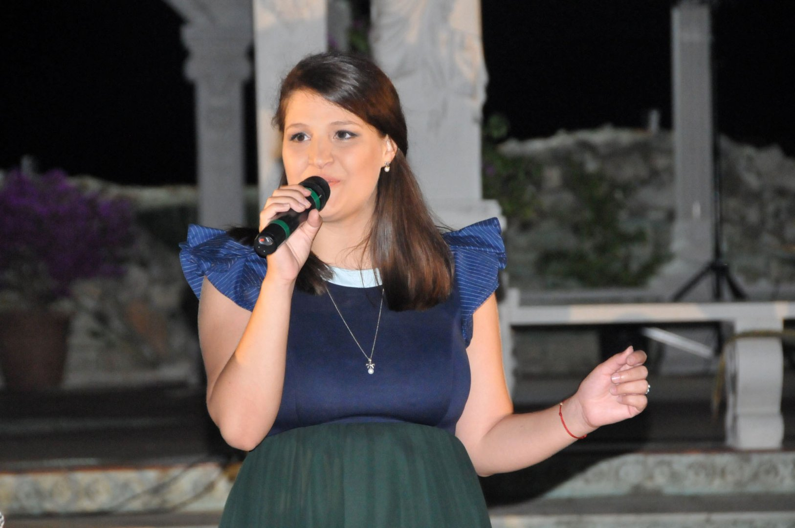 Мина излезе на сцената за първи път след раждането на Ева. Снимки Лина Главинова
