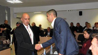 Румен Кулев (вляво) бе избран за втори път за председател на ОбС в Несебър. Снимки Лина Главинова