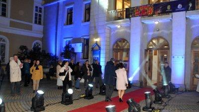 За първи път през 2019 г. официалните гости минаха по червения килим при откриването на фестивала. Снимка Архив Черноморие-бг