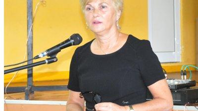 Началникът на РУО инж. Виолета Илиева запозна колегите си с промените за предстоящата учебна година. Снимки Лина Главинова