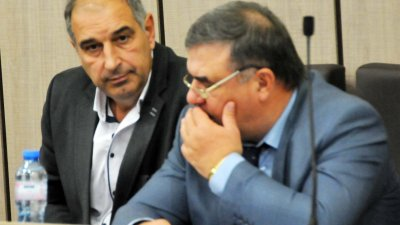 Петко Драгнев (вляво) ще управлява дружеството още три години. Снимка Архив Черноморие-бг