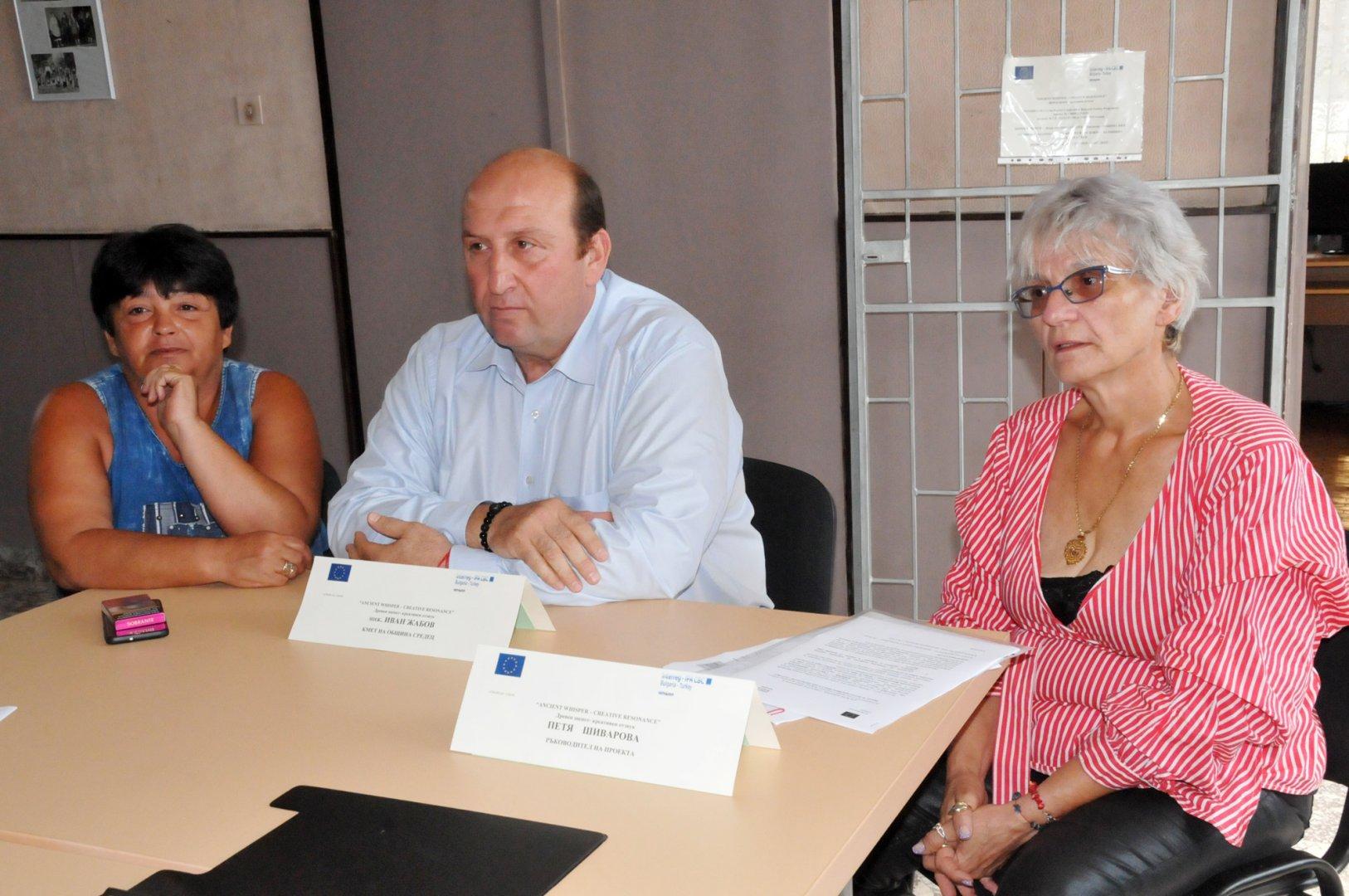 Дебелт заслужава обновена сграда на читалището, каза кметът на Средец Иван Жабов. Снимки Лина Главинова