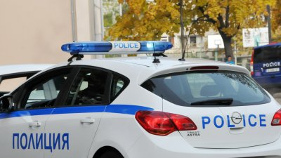 Полицаи от Първо РПУ работят по разкриване на крадците. Снимка Лина Главинова