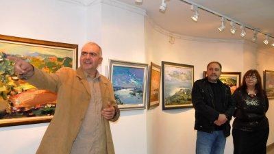 Румен Атанасов гостува за първи път в галерия Бургас. Снимки Лина Главинова