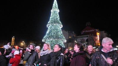 Така изглеждаше елхата на Тройката през последните години. Сега тя ще е нова. Снимка Архив Черноморие-Бг