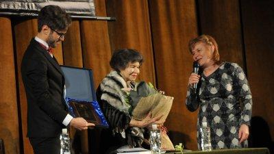 Стоянка Мутафова получи тази година Ключа от кулата при визитата си в Бургас. Снимка Архив Черноморие-бг