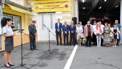 С церемония почетоха паметта на загиналите при изпълнение на служебния си дълг пожарникари. Снимки Лина Главинова