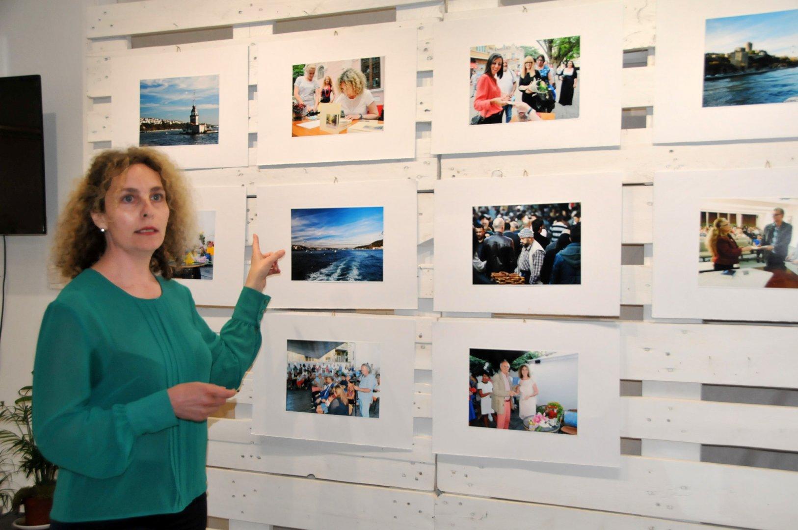 Десислава Георгиева разказа в снимки историята за написването на Време без думи. Снимки Лина Главинова