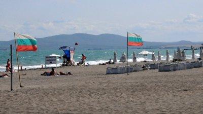 Изпитът за спасители на плажа ще се проведе на басейна на Младежкия дом в Бургас. Снимка Архив Черноморие-бг