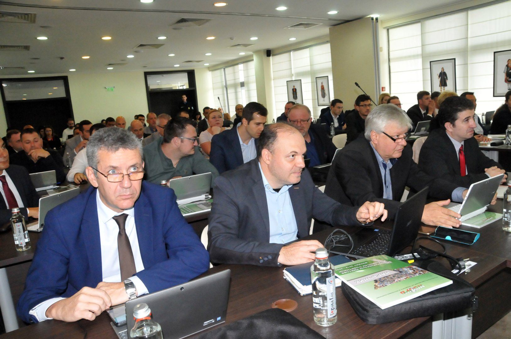 Съветниците от БСП за България (на първите два реда) имат три председателски места в комисиите. Снимка Лина Главинова