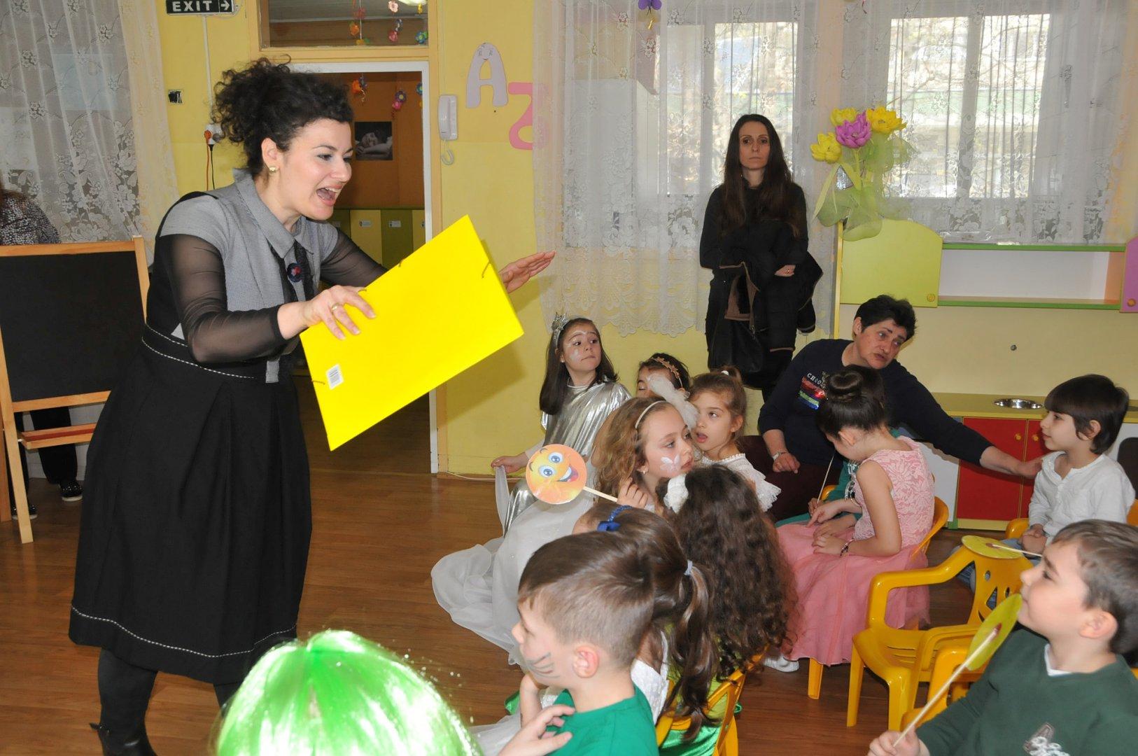 Илияна Даева откри урока по емпатия в детска градина Слънце. Снимки Лина Главинова