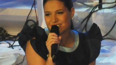 В напреднала бременност Мина пя заедно с колегите си от Петте сезона на Коледния концерт на Стефан Диомов в Бургас. Снимка Архив Черноморие-БГ