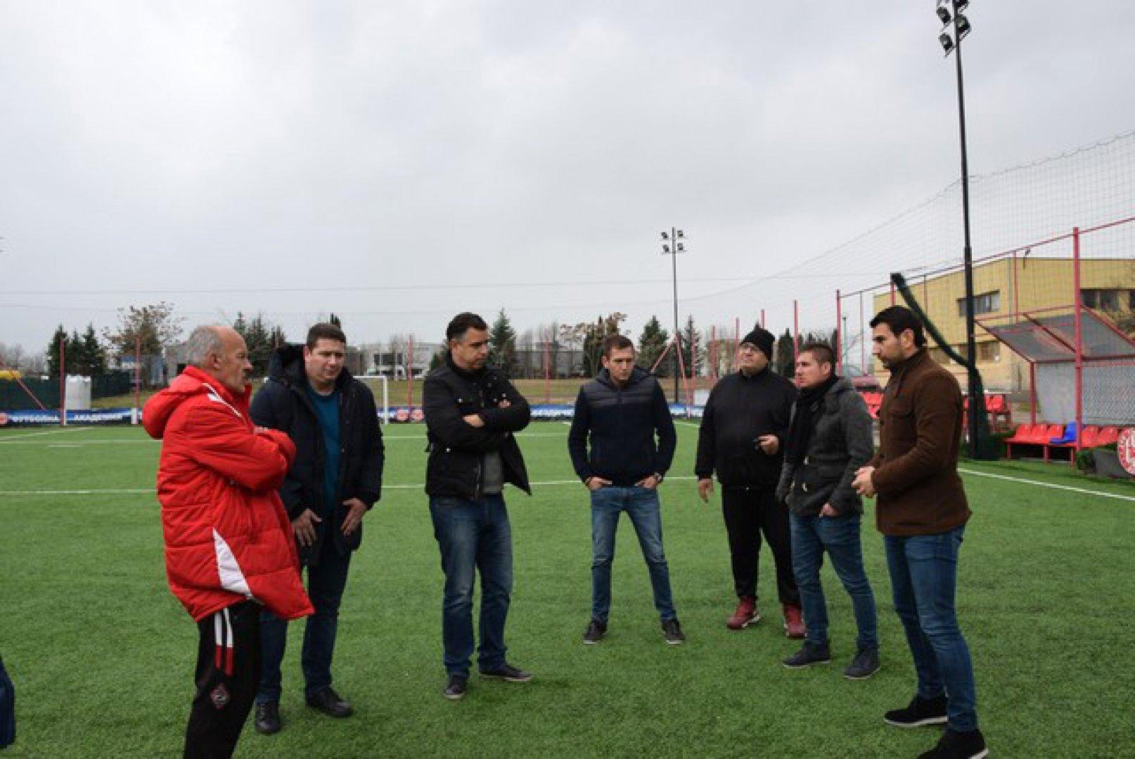 Гостите от Цървена звезда разгледаха базата на ДФК Звездичка