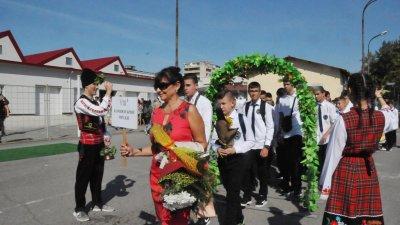 В откриването на учебнага година ще участват осмокласниците. Снимка Архив Черноморие-бг