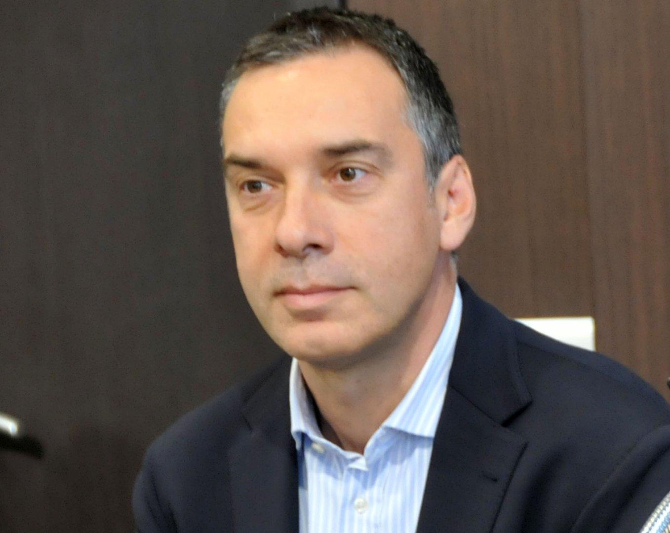 Добре е да се знае, че освен равни права, всички имат и равни задължения, каза кметът Николов. Снимка Лина Главинова