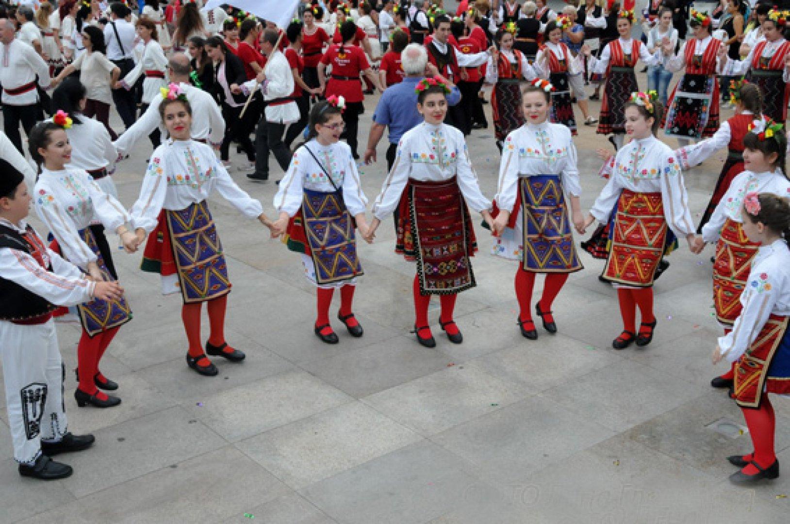 Над 250 танцьори ще се включат в надиграването пред Казиното в петък. Снимка Архив Черноморие