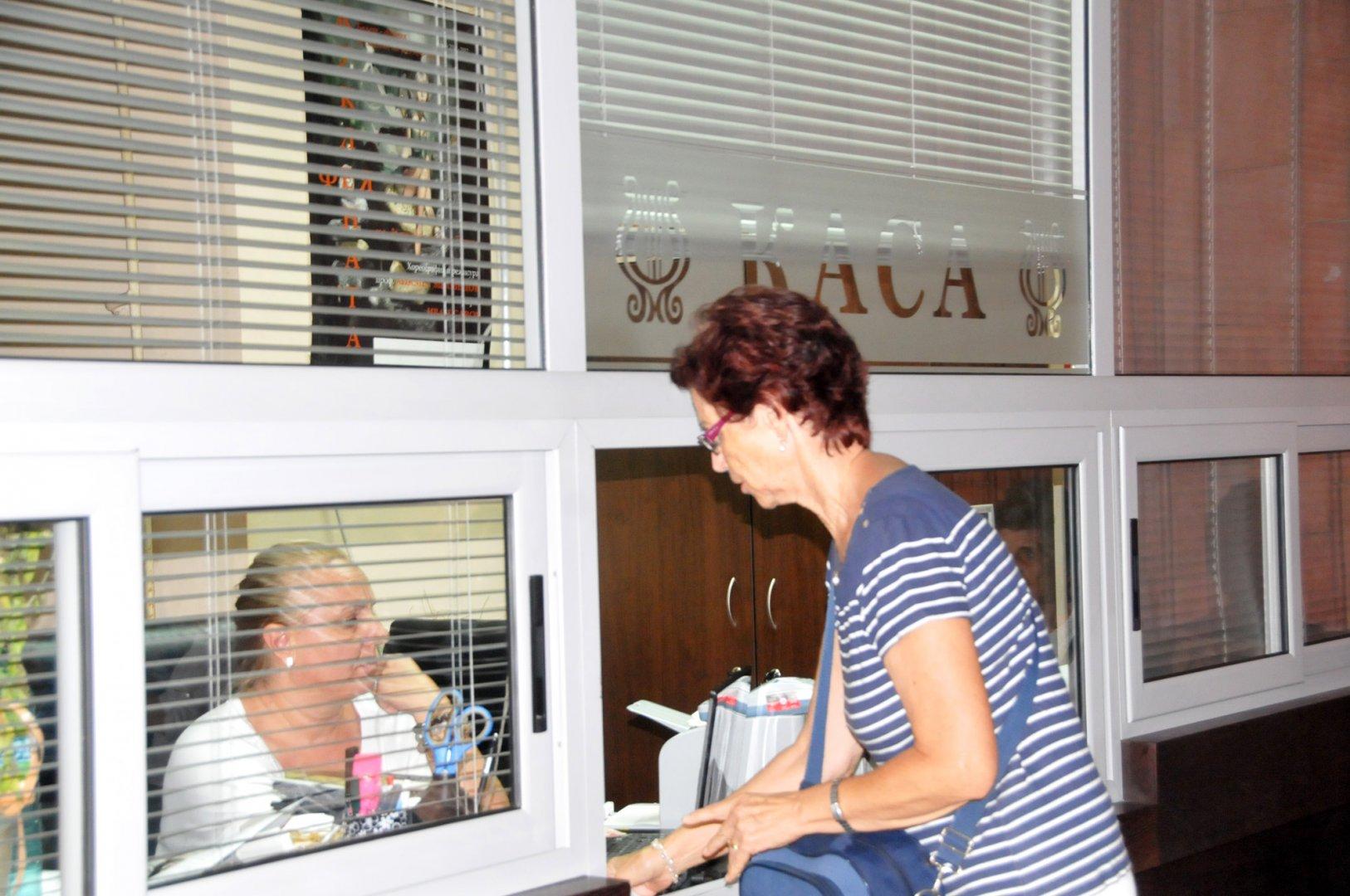 Най-голям интерес изложбата предизвиква сред хората на средна възраст. Снимки Лина Главинова