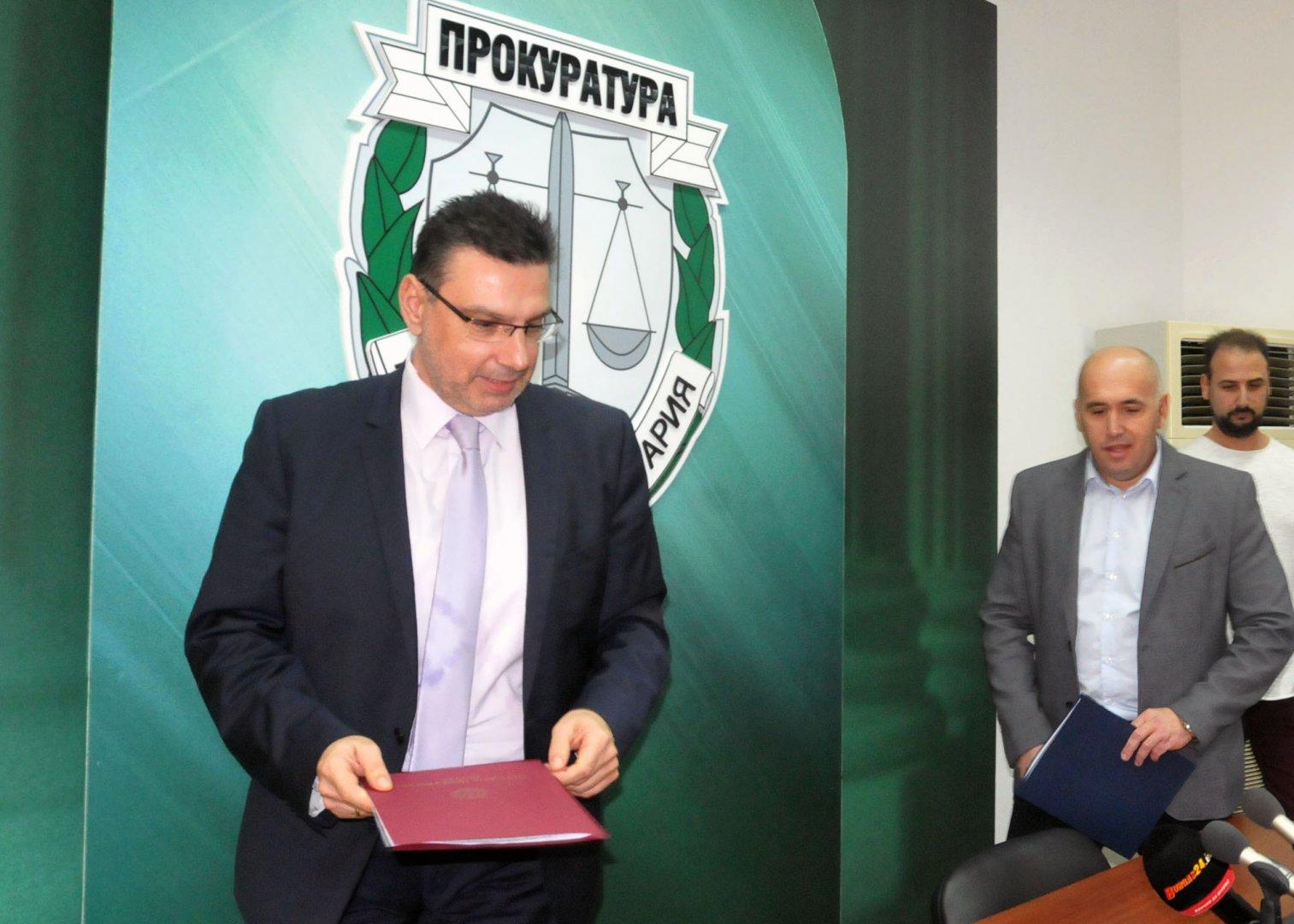 Прокурор Георги Чинев (вляво) и шефът на ОДМВР Радослав Сотиров изнесоха данни по случая. Снимка Лина Главинова