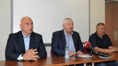 До края на седмицата ще е ясна листата със съветници, каза Николай Тишев (вляво). Снимка Лина Главинова