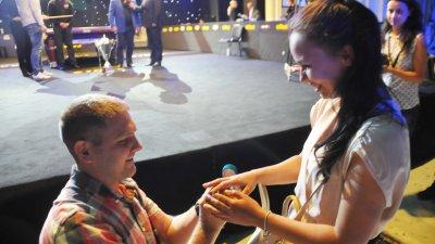 25-годишният Антон падна на колене и предложи брак на приятелката си Таня. Снимка Лина Главинова