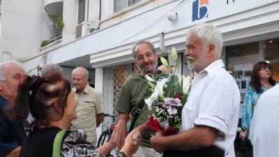 Ненчо Русев (вдясно) е в основата на общата изложба. Снимки Лина Главинова