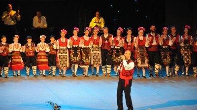 В концерта ще участа и народният певец Лазар Налбантов. Снимка Архив Черноморие-бг