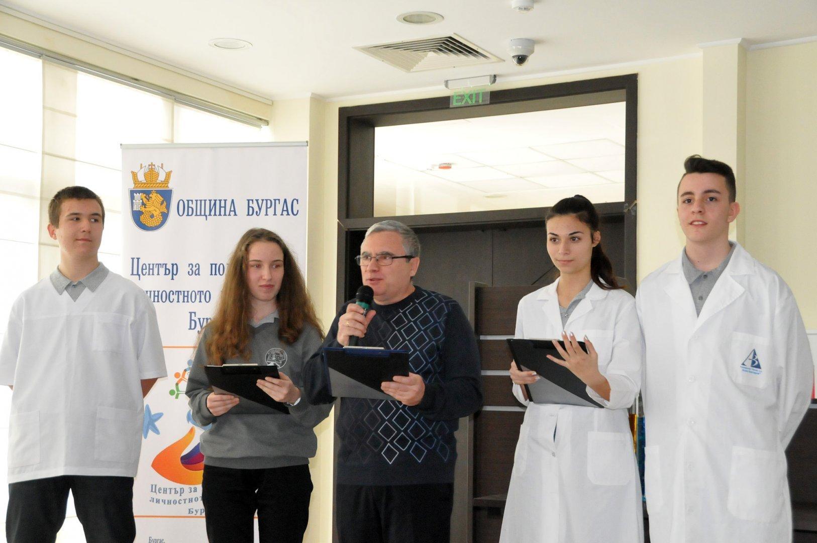 29 ученици са първият випуск на гимназията, който бе приет по тази специалност преди година. Снимка Архив Черноморие-бг