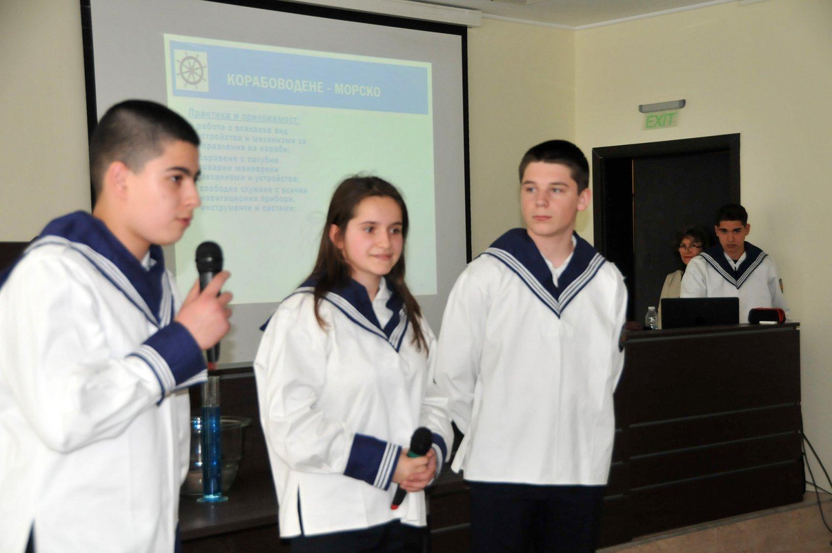 Бургаската гимназия стъпва на 60-годишна традиция. Снимка Архив Черноморие-бг