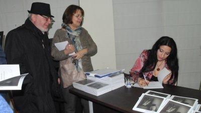 Мирослава Коларова представи новата си книга пред близки и приятели. Снимки Лина Главинова