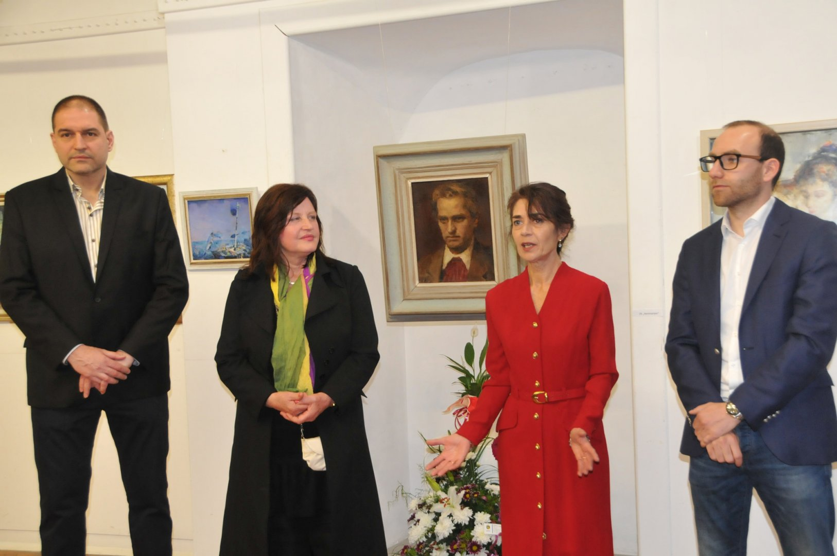 Дъщерята на художника Даниела Заберска благодари на присъстващите, дошли на изложбата на баща й. Снимки Лина Главинова