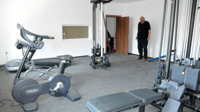 Фитнес залата в бургаската драма е оборудвана с италиански уреди. Снимки Лина Главинова