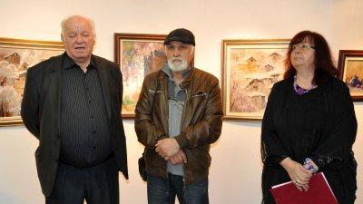 Веско Радулов за четвърти път реди изложба в галерия Бургас. Снимки Лина Главинова