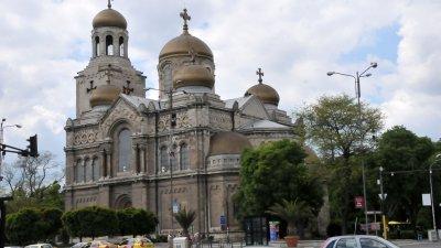 Такситата пред храма ще бъдат преместени, заради заря проверката. Снимка Архив Черноморие-бг