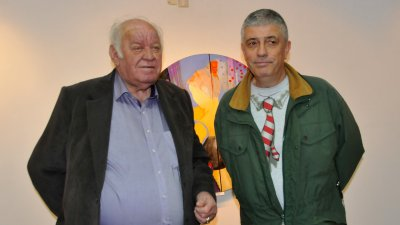 Владо Пенев (вдясно) е един от участниците в общата изложба - живопис в галерия Бургас. Снимка Архив Черноморие-бг