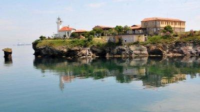 Участниците в конкурса могат да снимат и острова. Снимка Архив Черноморие-БГ