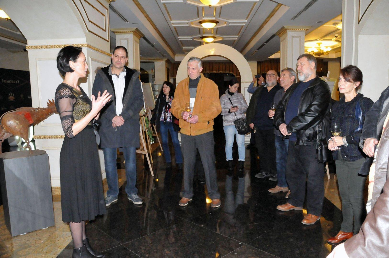Показват картини на 16 бургаски художници в Приморец Снимки Лина Главинова