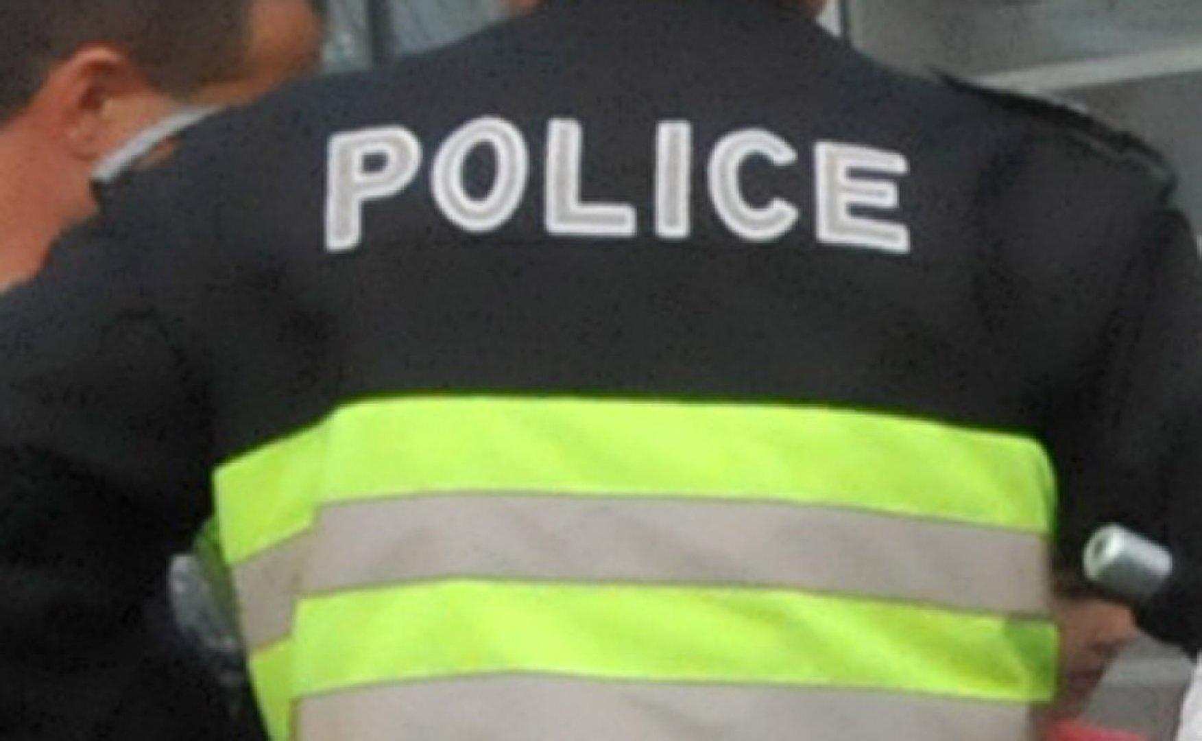 Полицаите в Поморие разкрили извършителя на кражбата. Снимка Лина Главинова