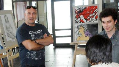 Атанас Стоянов преподава изобразително изкуство в гимназията. Снимка Лина Главинова