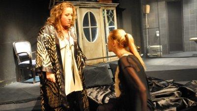 Един безумен уикенд може се види през октомври в театъра. Снимка Лина Главинова