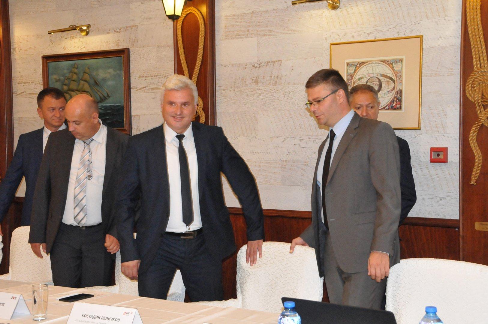 Все още не сме достигнали пика на потреблението, каза Костадин Величков (вторият отдясно наляво). Снимки Лина Главинова