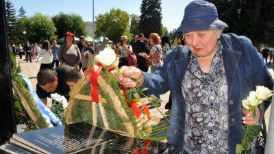 Румяна Куртлакова бе неизменно до съпруга си при всички неговия прояви. Снимка Архив Черноморие-бг