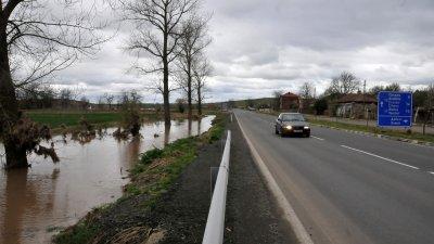Нивото на реката е в норми и пътят е проходим. Снимна Архив Черноморие-БГ