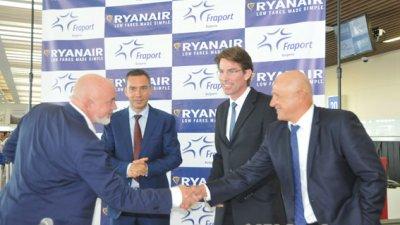 Дейвид О'Брайън - изпълнителен директор на авиокампанията презентира новите линии от Бургас. Снимка Лина Главинова