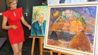 Елица Гигова за първи път гостува в бургаската галерия. Снимка Архив Черноморие-бг