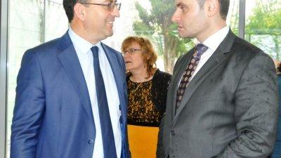Конкурсът се организира от евродепутата Асим Адемов (вляво). Снимка Архив Черноморие-бг